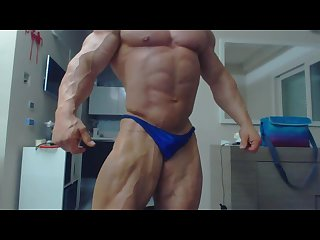 Hot bodybuilder james lewis flex