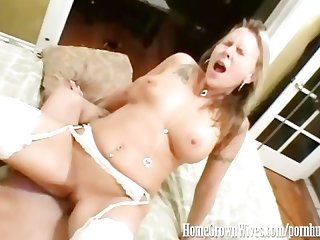 Homegrownwives amateur couple making their first sex tape