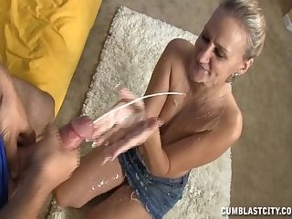 Horny mature lady wants a cumshot