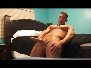 Big cock muscle hunk jerks off