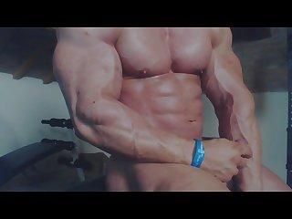 Hot bodybuilder james lewis jerk off