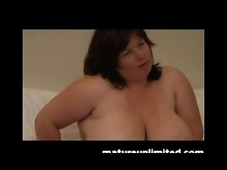 Big mature woman cums