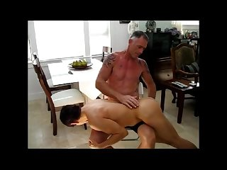 Older muscle spanks fucks twink