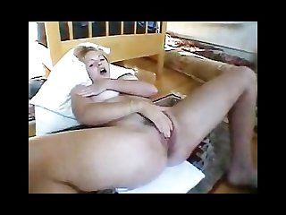 Juicy pussy on horny milf