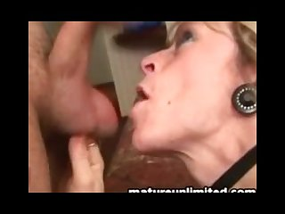 Mature mom loves blow job