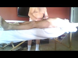 First massage curious guy-primer masaje macho curioso