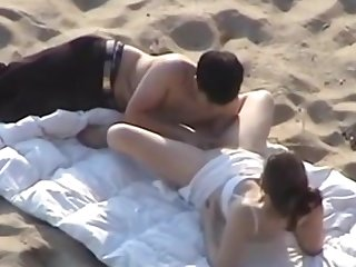 Voyeur beach fuck she loves fingering kissing fucking
