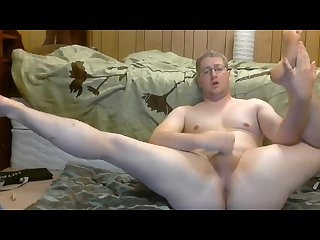 Thick white guy solo on webcam