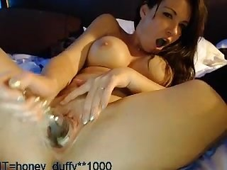 Old slut shoves bottle in her pussy