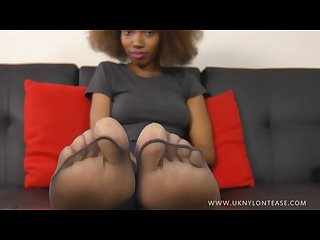 Young ebony hut sexy soles rub