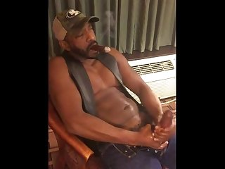A mature black thick dick man jerks off