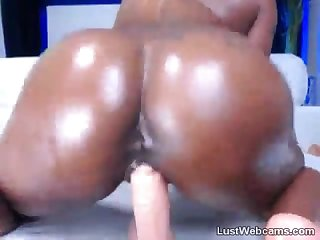 Big booty ebony babe rides dildo and squirts on webcam