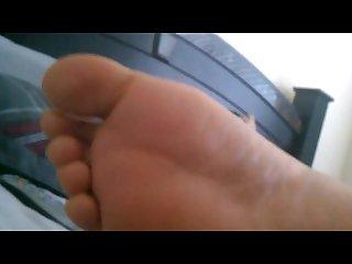 Redbone do you like my feet