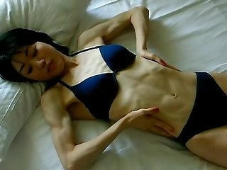 Skinny abs flexing