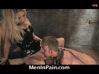 Dominatrix teaches how to eat pussy