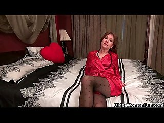 Pantyhosed milf can t control her raging hormones