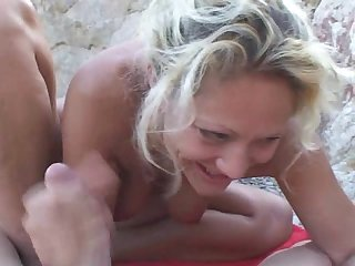 Amateurs fucking by the beach