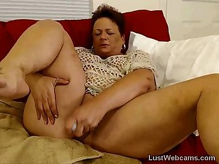 Bbw mature masturbates on webcam