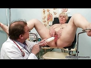 Mature mom pussy inspections