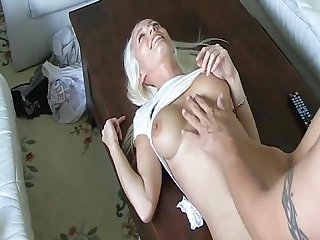 Stunning blond hottie takes creampie