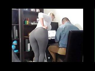 Secretaria tiene orgasmos frente A su jefe hiddencam