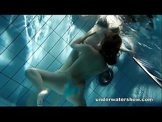 Zuzanna and lucie playing Underwater