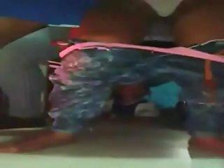 Se Desnuda mientras baila