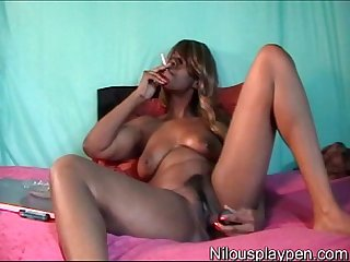 Smoking Wet Masturbation : Nilou Achtland