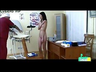 Espiando en gineclogo a una adolescente