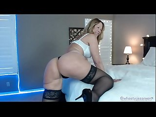 Hot milf jess ryan flashes on live webcam