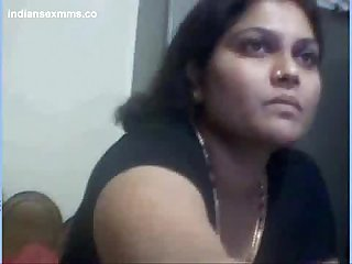 Desi aunty nude on webcam showing her big boobs pussy mms