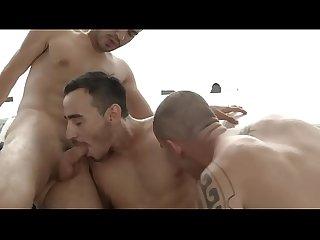 Trio em beijos Chupada E lambidas no suvaco