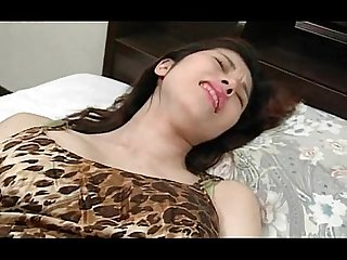 Cute jap babe using vibrator for the first time and loving it