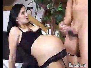 Bella embarazada le dan por el Culo