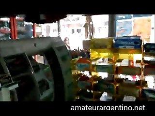 Rapidin con argentina chupa pija en el kiosco se traga la leche