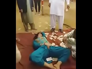 Pakistani tawaif doing sexy erotic mujra in open jaatra