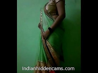 Indian Bhabhi in Sari strippen naakt indianhiddencams com