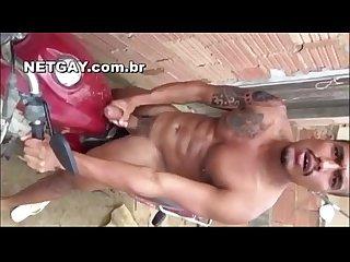 Marcelo pauzao batendo uma na moto