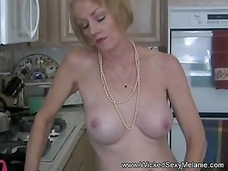 Amateur mom teases to get attention