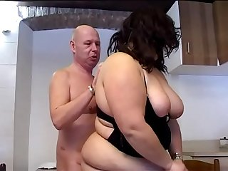 The fat girl likes cock