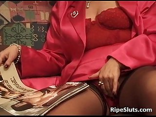 Hairy bush of mature slut is drilled