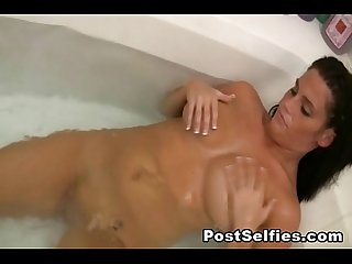 Latina beauty shows her naked body in the bathroom