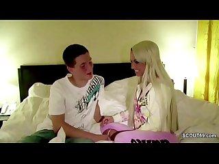 Pornostar fickt mit bubi fan direkt nach der messe im hotel