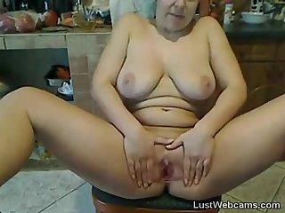 Busty amateur milf masturbates on cam