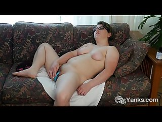 Chubby ivy toys her pussy