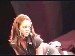 Rihanna candid clipz