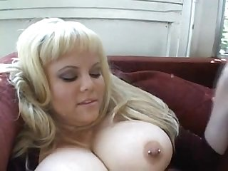 Chubby babe threesome