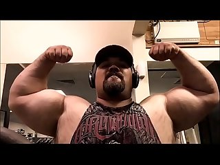 video.beefymuscle.com - Muscle bull powerlifter!
