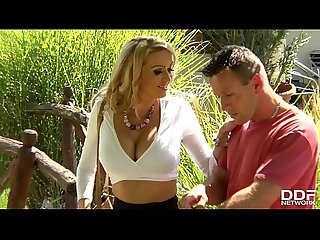 Luxury Milf amber jayne gets thats pussy fucked deep in the garden