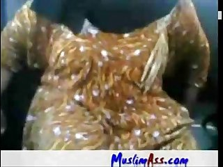 001030 fat arab Aunty sucking fucking in car